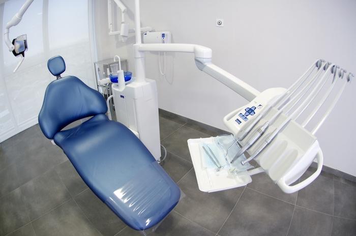 歯科院の診察台